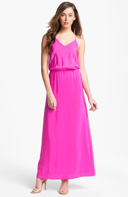 Cách mặc đẹp mùa hè với váy maxi dành cho chị em