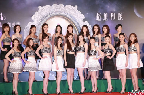 Thí sinh Miss Hong Kong đọ chân dài với váy ngắn táo bạo