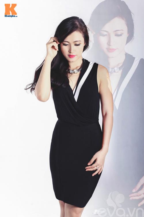 Váy áo đơn giản nhưng nàng vẫn 'sexy'