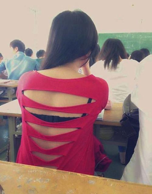 Những chiếc áo học đường khó coi của nữ sinh