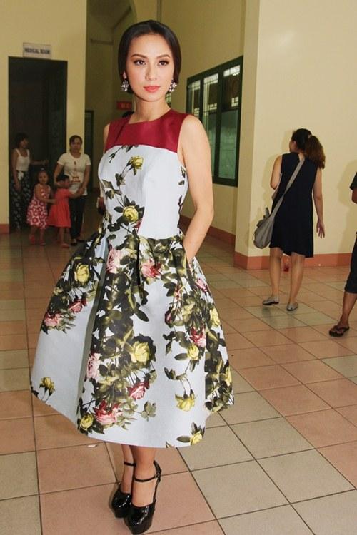 Nữ MC Huyền Ny lại chơi trội với váy hiệu 70 triệu