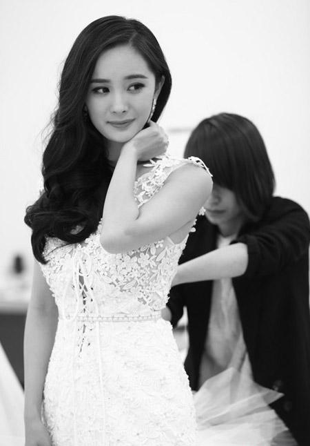 Dương Mịch xinh đẹp với váy cưới, ai cũng trầm trồ