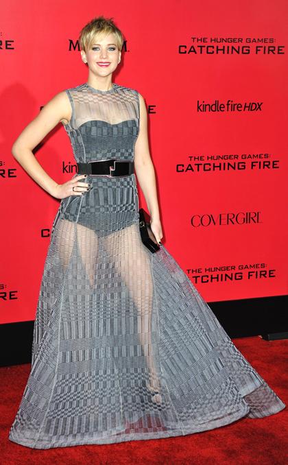 Jennifer Lawrence thu hút với váy xuyên thấu gợi cảm