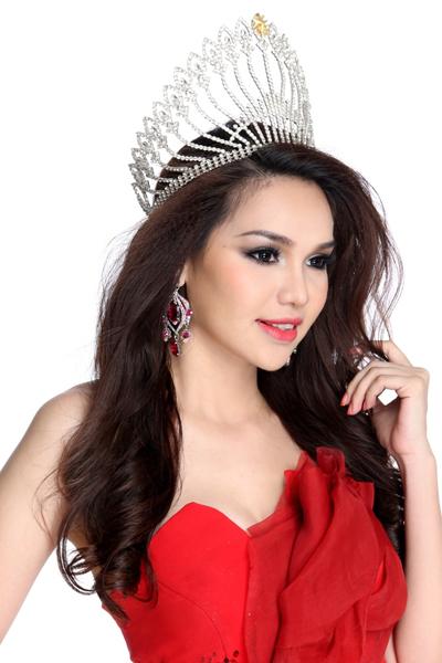 Sang Thái Lan Diệu Hân trao lại vương miện hoa hậu