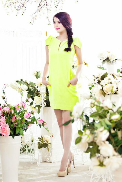 Hoa khôi Thể thao Lại Hương Thảo rực rỡ với váy áo mùa hè