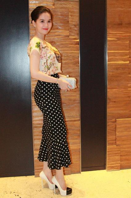 Váy áo của mỹ nhân dự sinh nhật Ngôi Sao có điểm gì hấp dẫn?