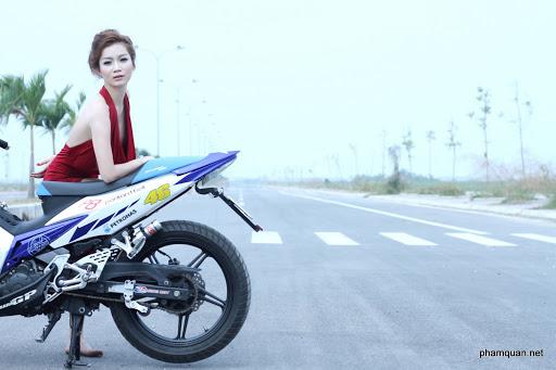 Yamaha X1R và các chân dài