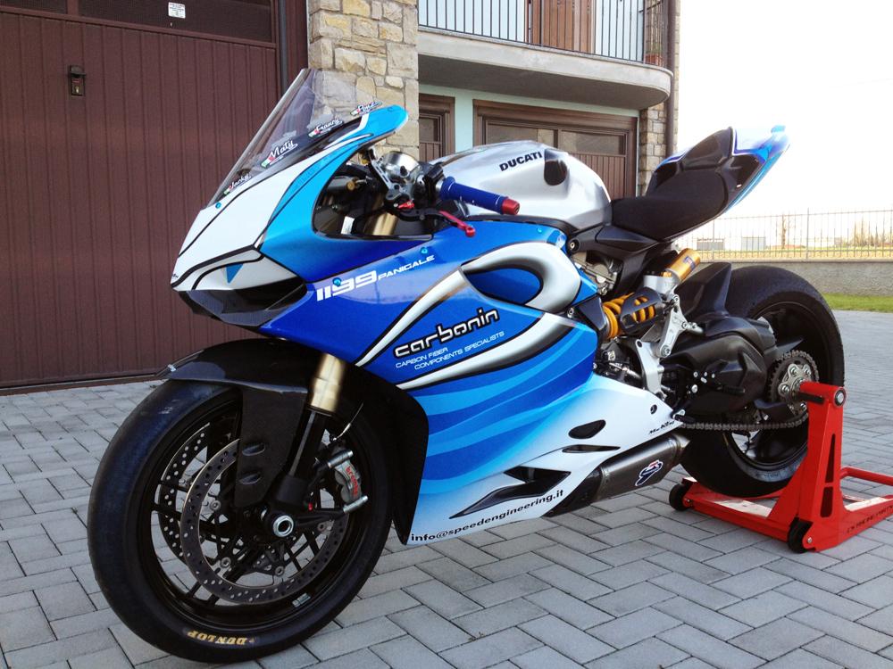 Ducati 1199 Panigale biển xanh vẫy gọi các biker