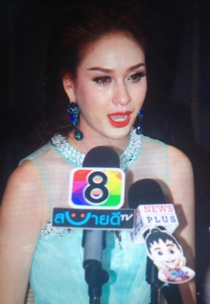 Hoa hậu Hoàn vũ Thái Lan trả vương miện vì bị chê xấu