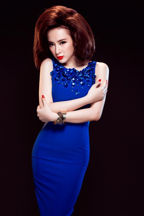 Angela Phương Trinh quyến rũ với váy ren