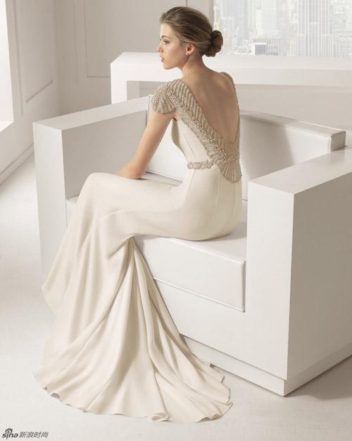 BST váy cưới lãng mạn khoe trọn vai thon