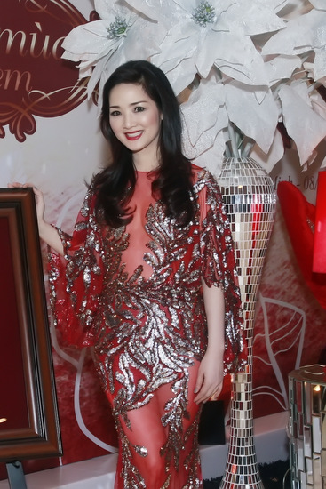 Hoa hậu Giáng My thay ba váy dạ hội trong đêm tiệc