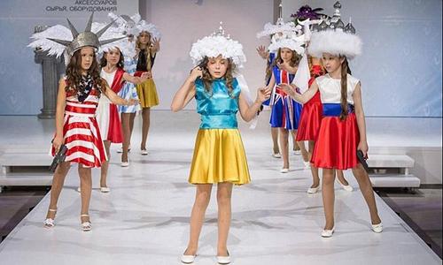 Show thời trang trẻ em ở Nga gây sốc