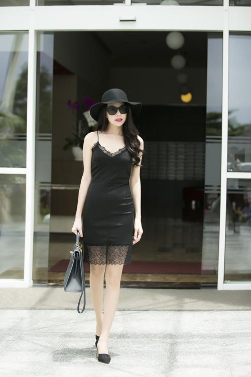 Trà Ngọc Hằng siêu quyến rũ với váy ngủ