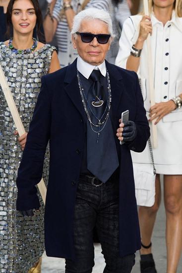 Các nhà thiết kế đọ gu thời trang trên catwalk gây cấn