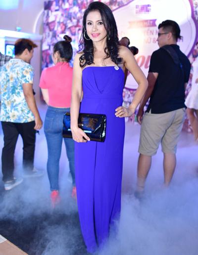 Người đẹp Tây Đô Việt Trinh gợi cảm với váy cúp ngực