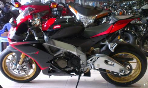 Siêu môtô Aprilia SRV4 Factory APRC về Việt Nam