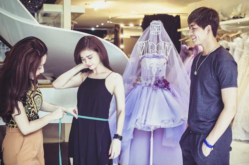 Trương Quỳnh Anh thử đồ cưới diễn thời trang