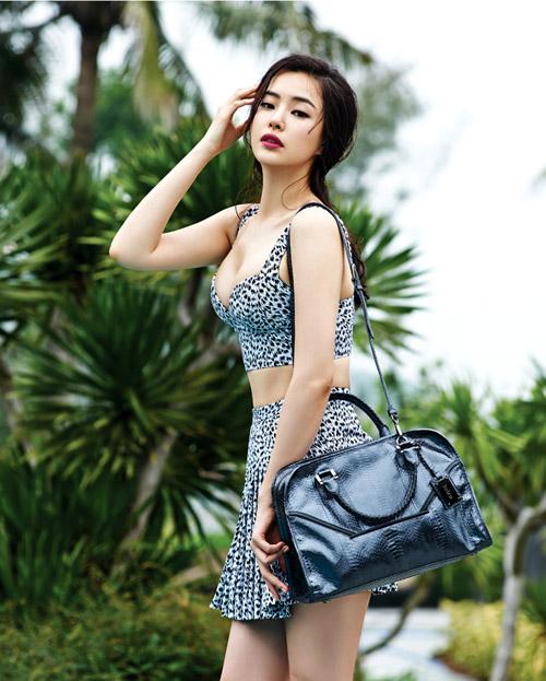 Hoa hậu đẹp nhất Hàn Quốc khoe đường cong