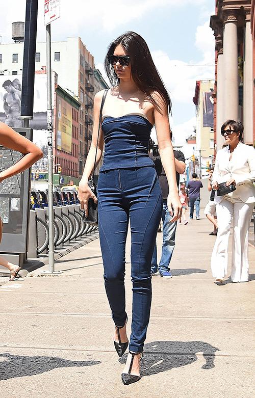 Mẹp mặc jeans đẹp như chân dài Jenner