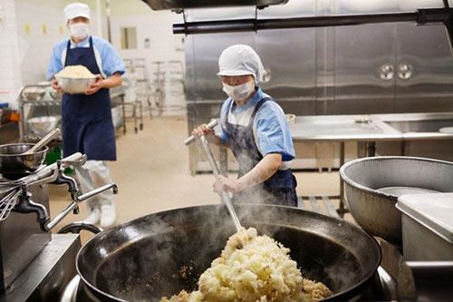 Ảnh thực tế về bữa trưa tại trường tiểu học JAPAN
