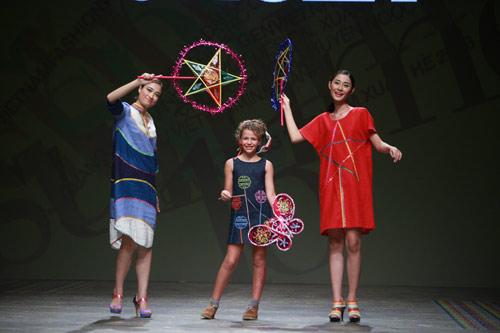 Những mẫu thời trang độc đáo xuất hiện trên sàn diễn