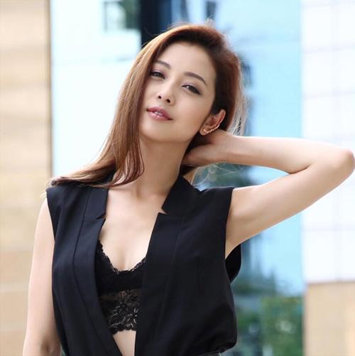 Jennifer Phạm và những kiểu tóc mùa thu đẹp