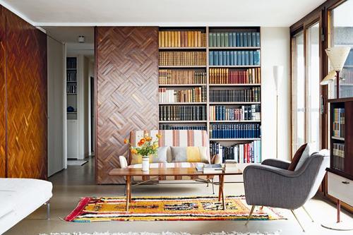 Tủ sách bảy sắc cầu vồng tạo điểm nhấn cho phòng của bạn
