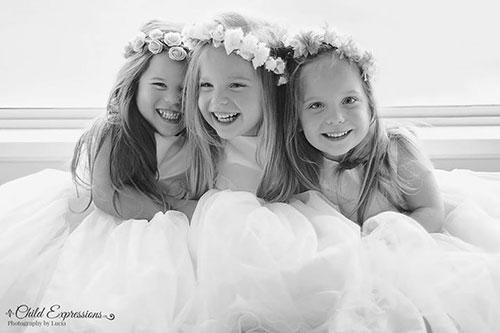 3 bé gái cùng trứng đẹp như thiên thần dưới ống kính