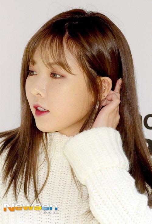 Khuôn mặt tròn xoe vì tăng cân của Hàn Quốc