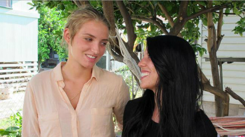 Nữ du khách bị bắt vì nụ hôn đồng tính ở Hawaii