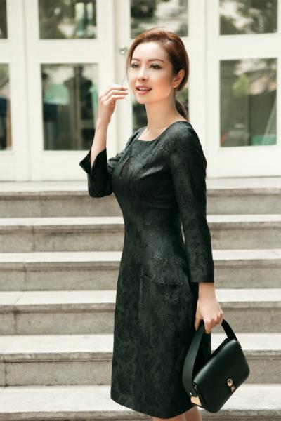 Trang phục dạo phố thanh lịch của Jennifer Phạm