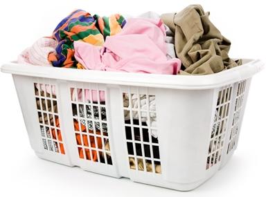 5 mẹo giúp mẹ giặt quần áo khô nhanh vào ngày mưa