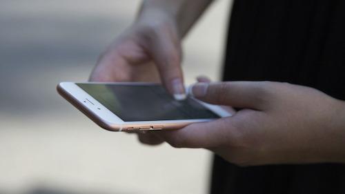 Apple đang sửa lỗi hiển thị % pin trên iPhone
