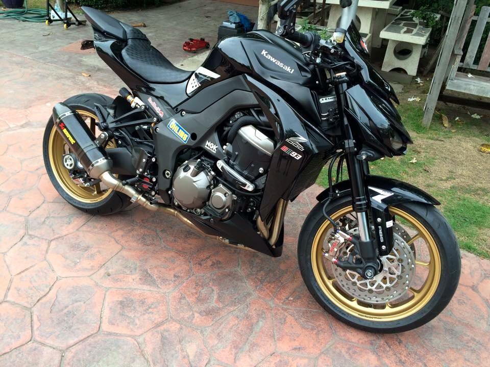 Kawasaki Z1000 đầy mạnh mẽ và tinh tế trong từng chi tiết