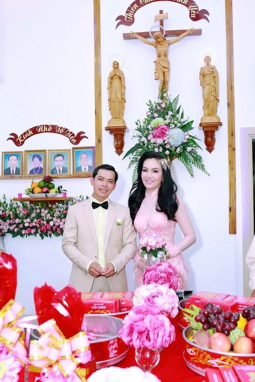 NTK Vũ Hoàng Điệp vắng mặt trong đám cưới chị gái