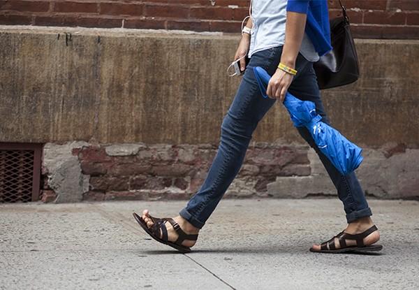Chọn giày nam theo thời tiết cho chàng tự tin