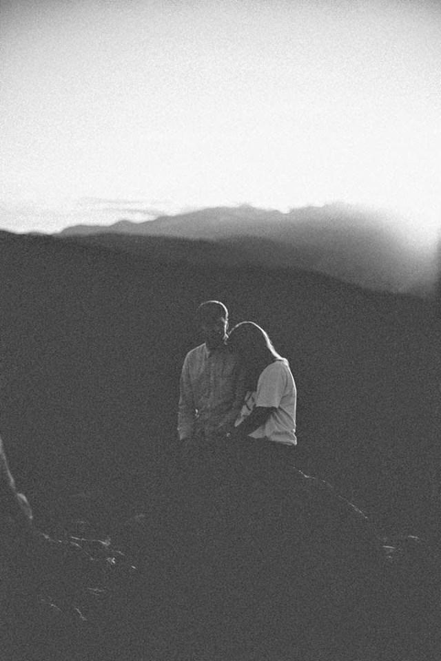 Hiện tại cứ yêu nhau đi, chuyện tương lai là thuộc về duyên nợ...