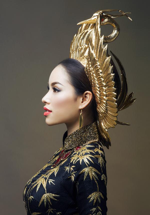 Ngắm 5 bộ cánh, phụ kiện dát vàng hot nhất của sao Việt