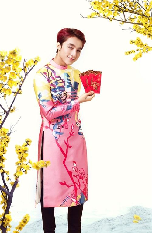 Noo Phước Thịnh, Sơn Tùng lộng lẫy với áo dài họa tiết