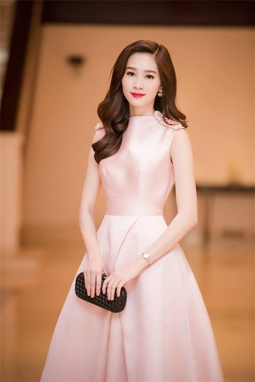 """Giải mã sức hút """"cứ mặc là đẹp"""" của mĩ nhân Việt"""