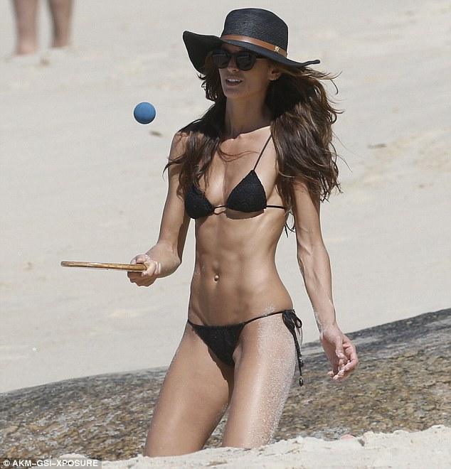 Dàn chân dài hàng đầu mê mẩn style Bikini bé xíu