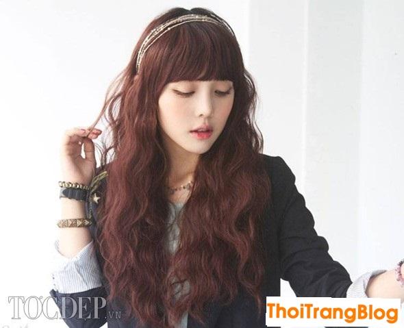 Kiểu tóc xoăn dài lọn nhỏ đẹp cho khuôn mặt dài