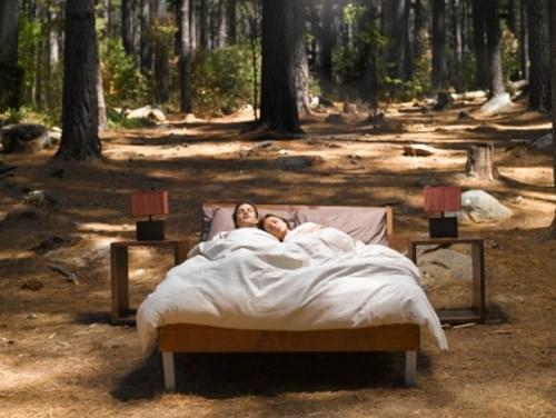 Thò chân ra khỏi chăn mới là bí quyết giúp ngủ ngon nhất