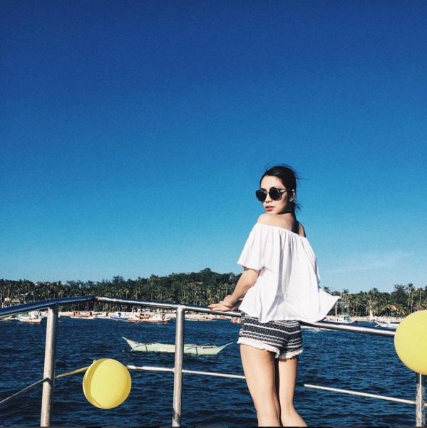 Thời trang đi biển kín đáo nhưng cực gợi cảm của Hà Tăng