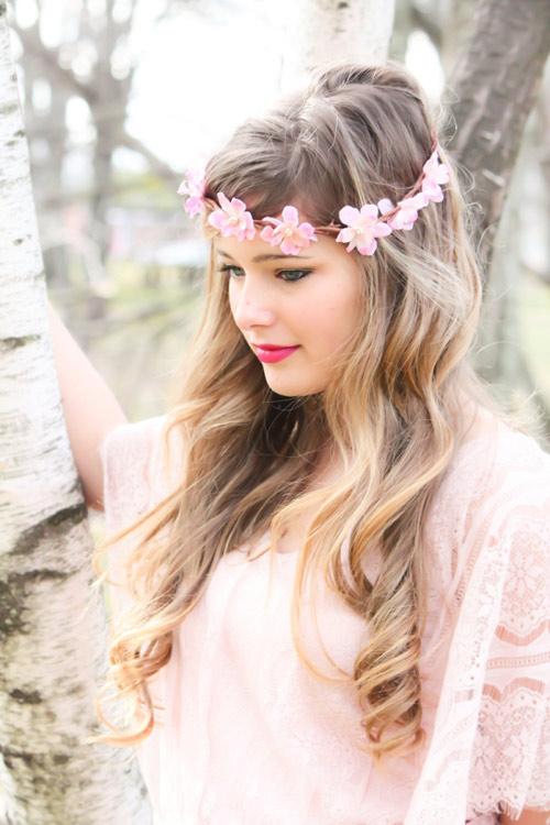 Tóc cô dâu cài hoa đẹp hot nhất trong mùa cưới năm nay