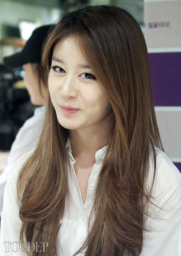Tóc dài uốn xoăn gợn sóng đẹp quyến rũ như sao Hàn Quốc