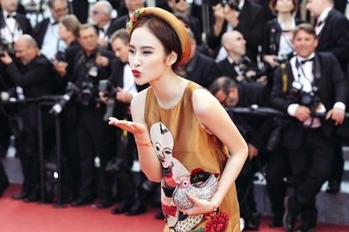 Hot Girl Phương Trinh xuất hiện trên Instagram cùng nhãn thời trang danh tiếng