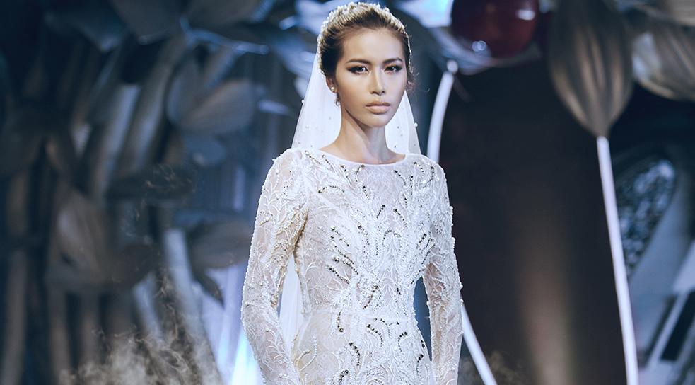Váy cưới đính 10.000 viên đá Swarosky siêu đẹp của Minh Tú