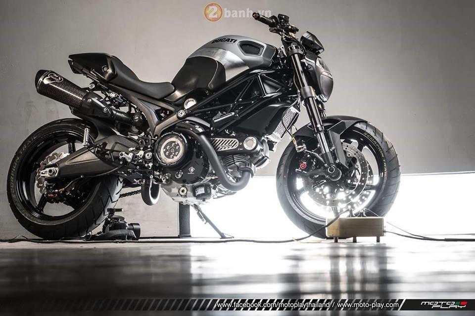 Hình ảnh Ducati Monster 795 siêu ngầu với phiên bản The Dark Knight